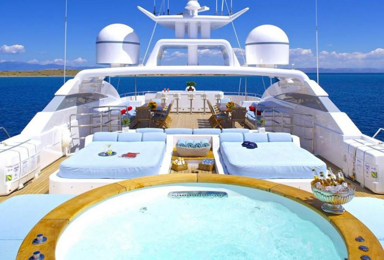 Luxury Yacht Charter Guide – What You Need to Know
