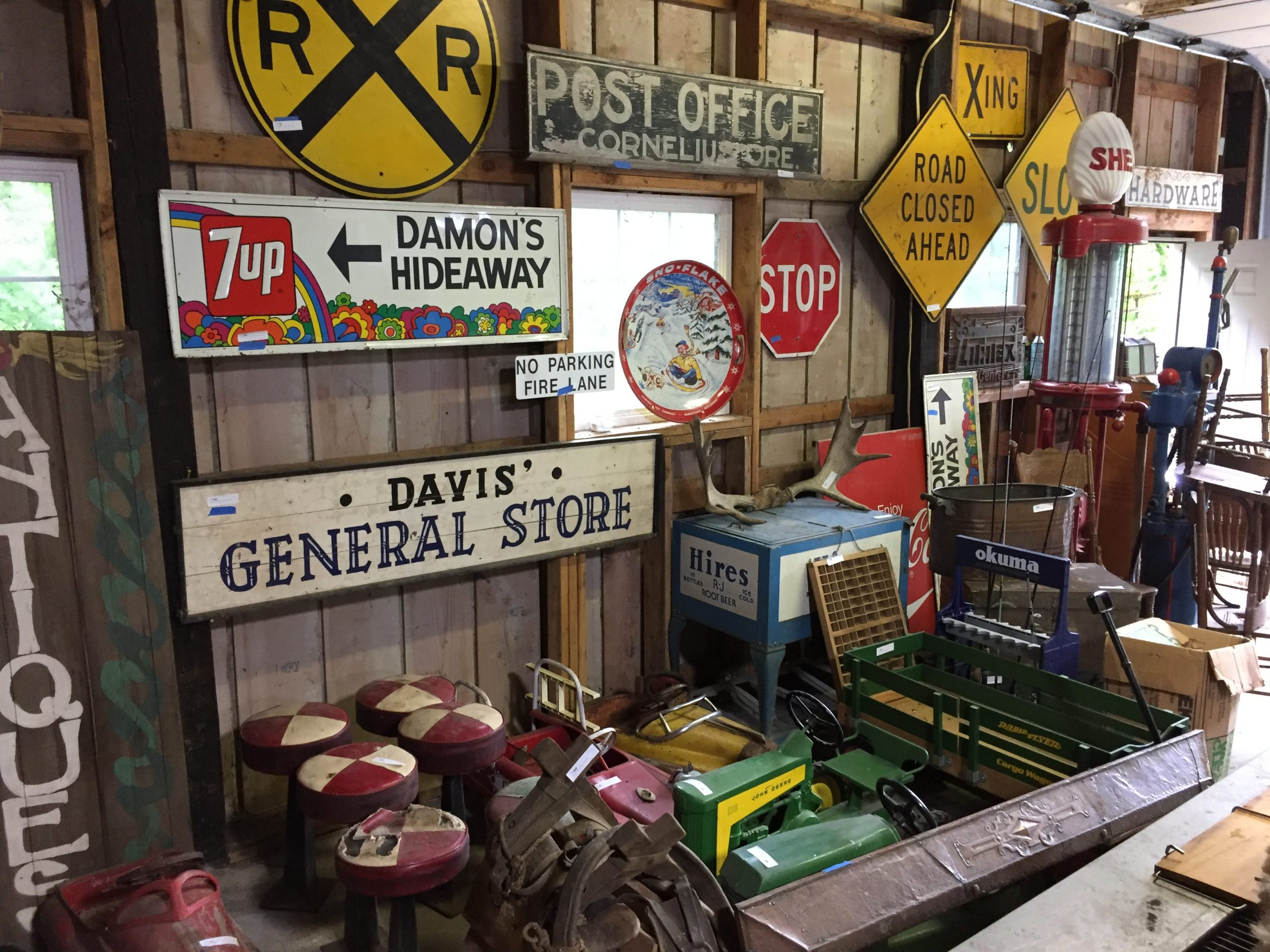 Reasons Why You Should Invest in Retro or Vintage Signs